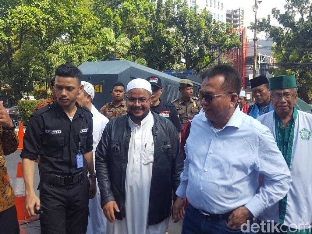 Janji Kemerdekaan dari M Taufik ke Massa Pro Jual Saham Bir DKI