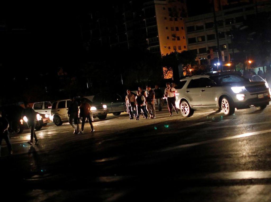 Venezuela Gelap Gulita Gara-gara Sumber Listrik Disabotase
