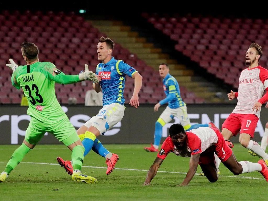 Hasil Liga Europa: Napoli Tekuk Salzburg Tiga Gol Tanpa Balas