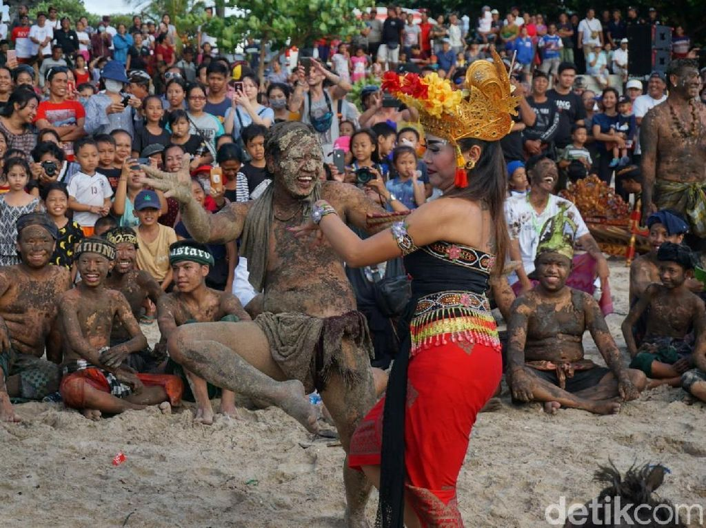 Begini Cara Pamong Desa di Bali Menjaga Adat Istiadatnya