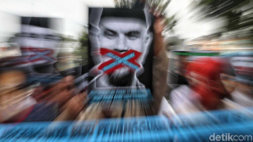 Aksi Tolak Penangguhan Penahanan Ahmad Dhani