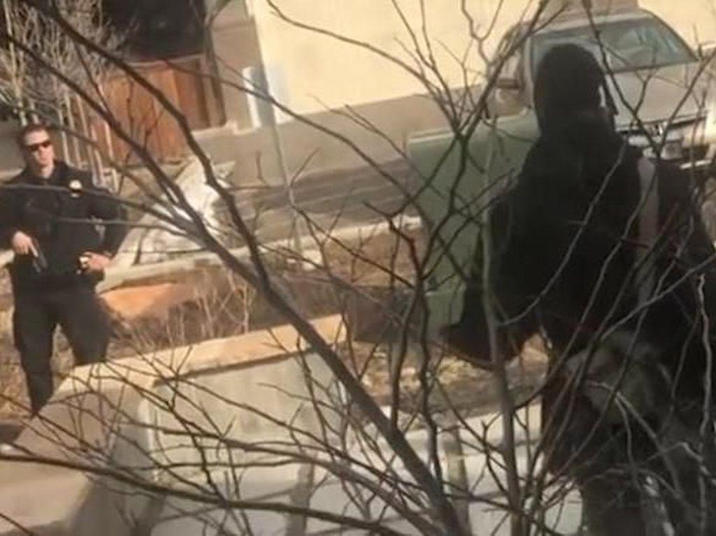 Polisi AS Selidiki Insiden Pria Kulit Hitam Ditahan Saat Memunguti Sampah