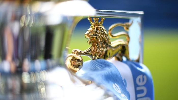 MANCHESTER, ENGLAND - MAY 06:  The Premier League Trophy on display prior to the Premier League match between Manchester City and Huddersfield Town at Etihad Stadium on May 6, 2018 in Manchester, England.  (Photo by Michael Regan/Getty Images)