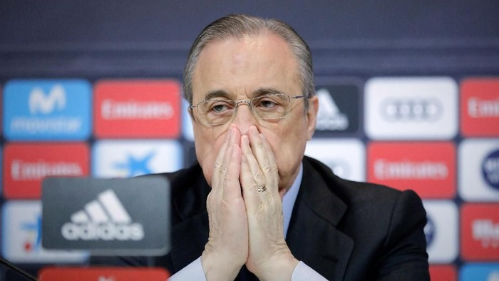MADRID, SPAIN - MAY 31: Real Madrid CF president Florentino Perez reacts as he listens to Zinedine Zidane during a press conference to announce his resignation as Real Madrid coach at Valdebebas Sport City on May 31, 2018 in Madrid, Spain. Zidane steps down from the position of Manager of Real Madrid, after leading the club to its third consecutive UEFA Champions League title. (Photo by Gonzalo Arroyo Moreno/Getty Images)