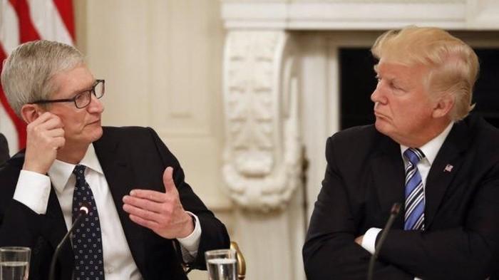 Tim Cook dan Donald Trump. Foto: Business Insider