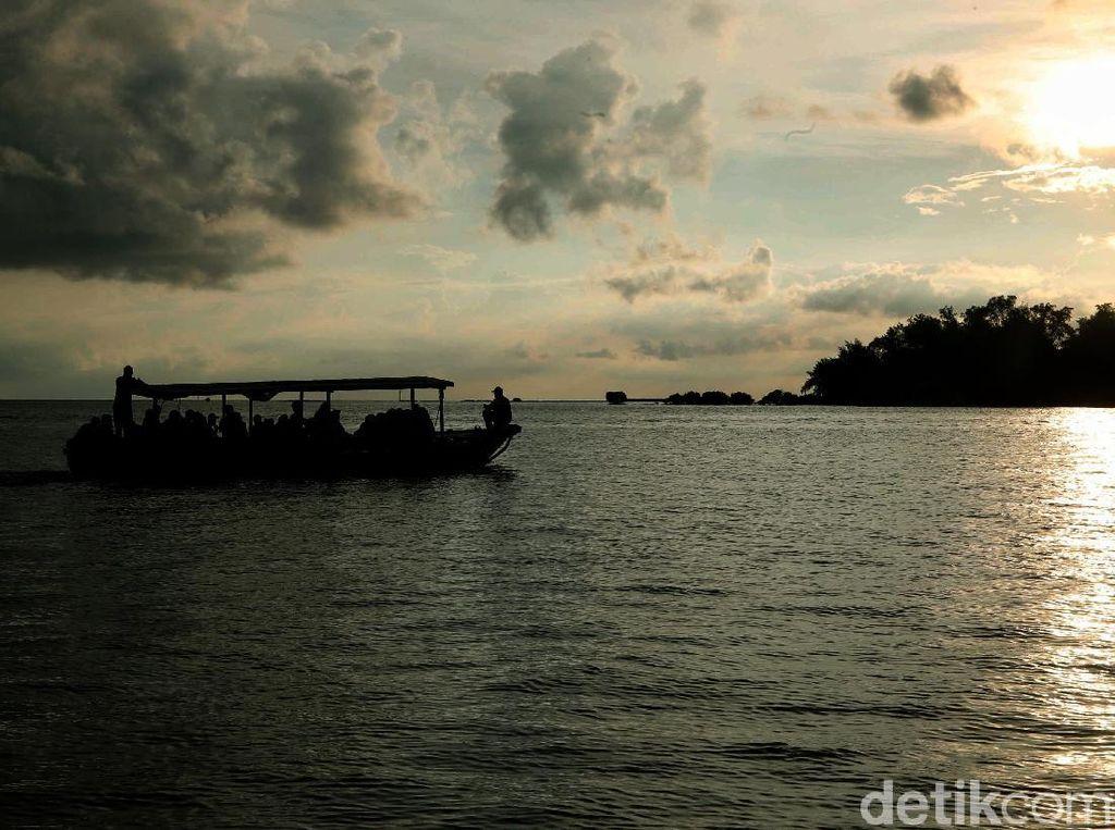 Meraup Untung Lewat Perahu Tradisional Pembelah Laut Jawa