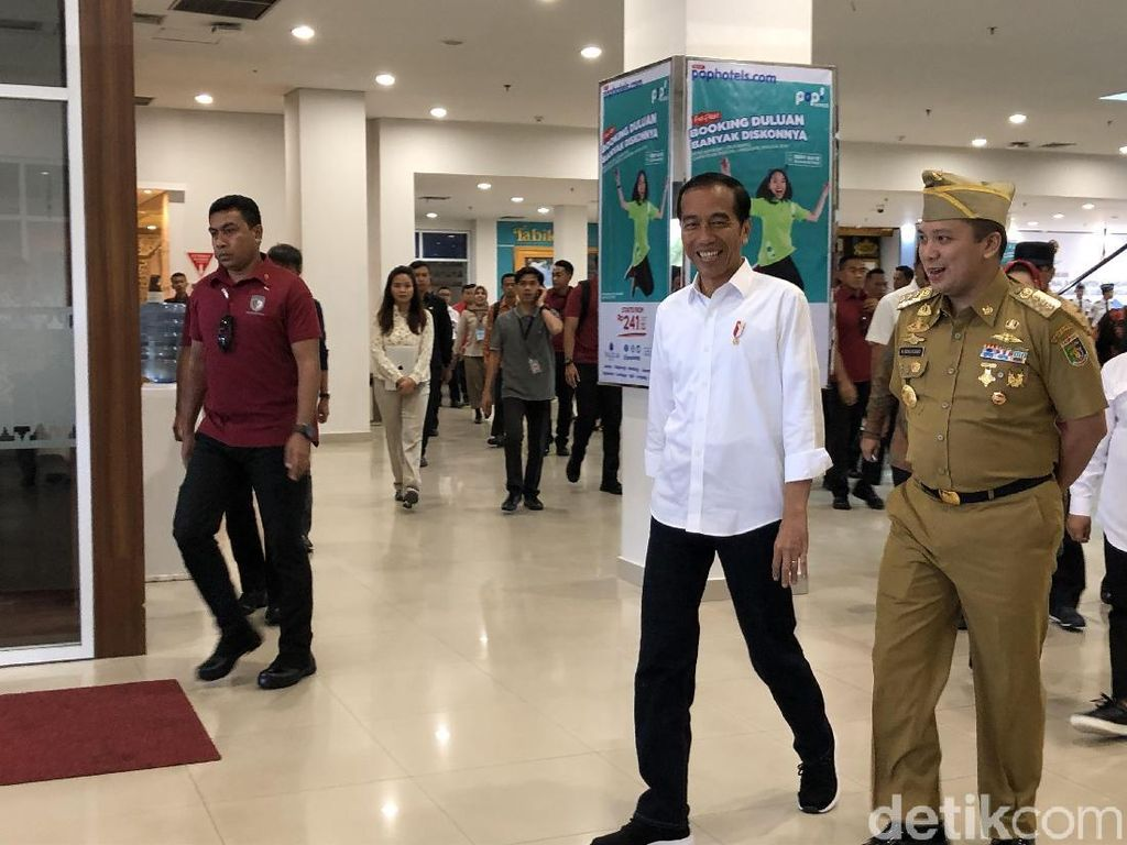 Tiba di Lampung, Jokowi Resmikan Terminal Bandara Radin Inten II