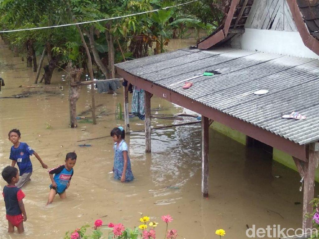 Banjir Lamongan Meluas di 16 Desa 5 Kecamatan, 481 Rumah Terendam