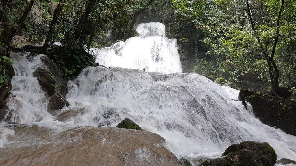 Foto: Eksotisme Air Terjun Perawan di Papua