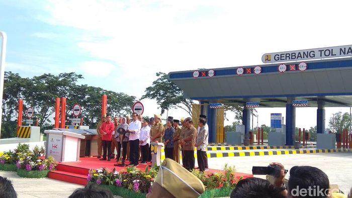 Foto: Presiden Jokowi resmikan tol terpanjang RI/Trio Hamdani-detikFinance