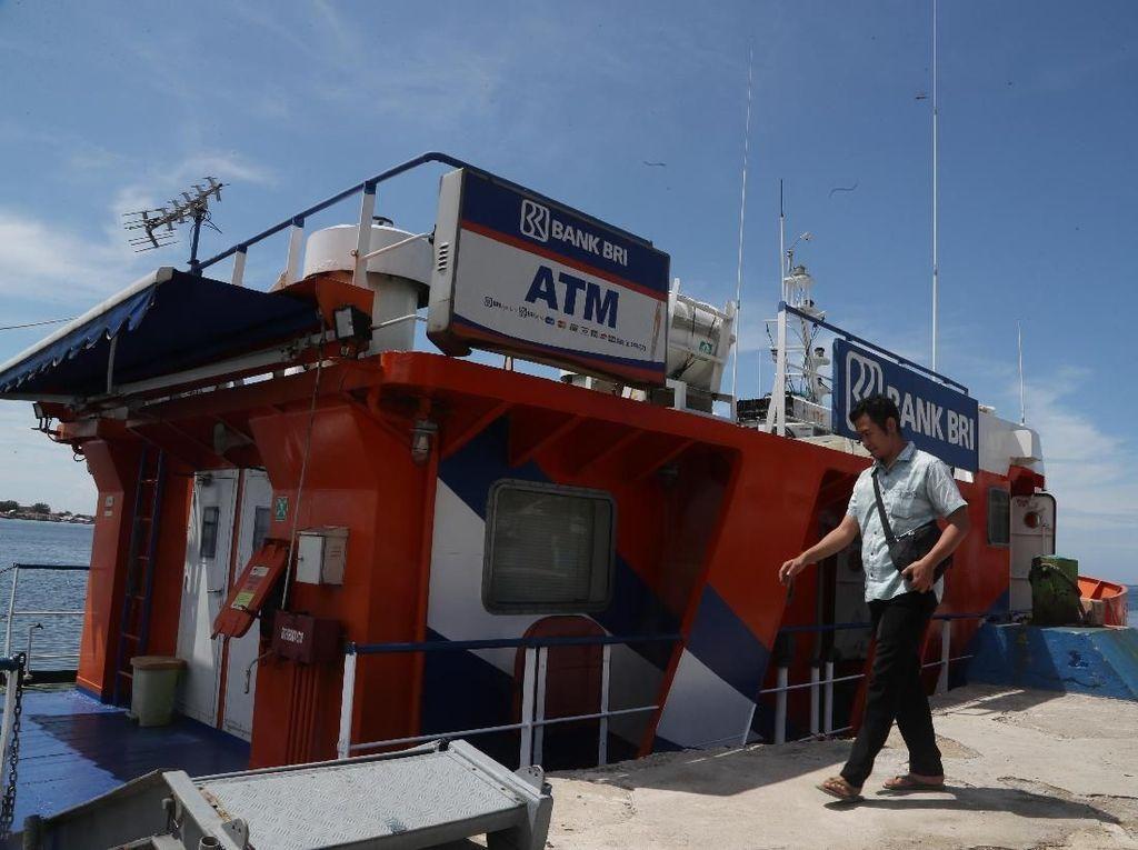 Arungi Laut, Bank Terapung Buka Layanan di Pulau Seribu