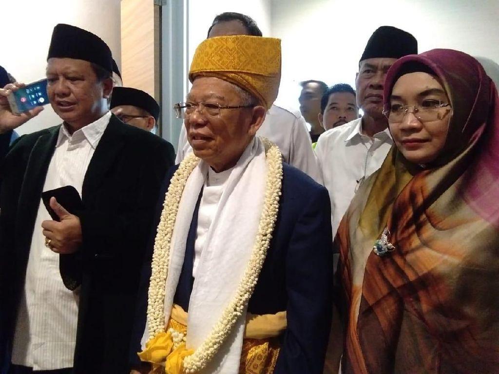 Tiba di Sumut, Maruf Amin Disambut Pakaian Adat Kesultanan Deli