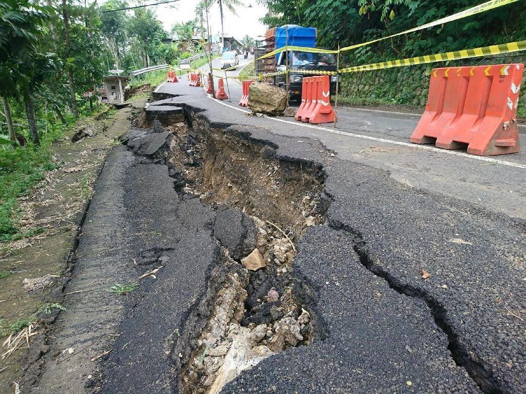 Awas! Jalan Nasional Trenggalek-Pacitan Ambles
