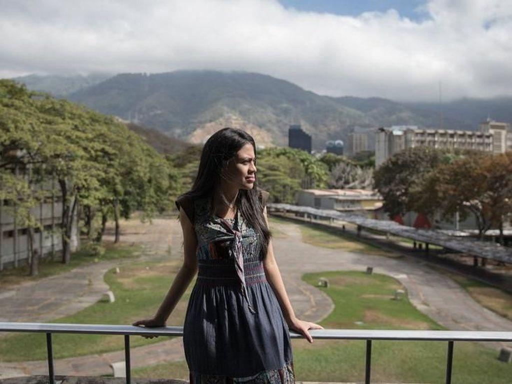 Perempuan Muda Ungkap Alasan Tetap Setia pada Nicolas Maduro