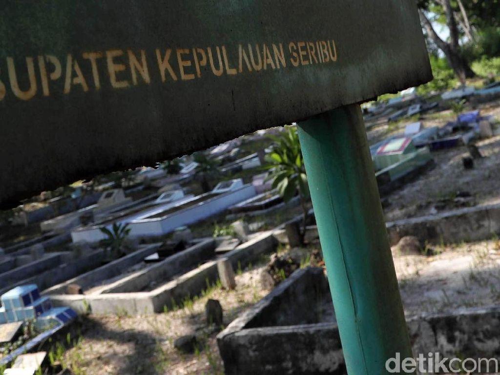 Makam Sunyi Sepi di Pulau Karya