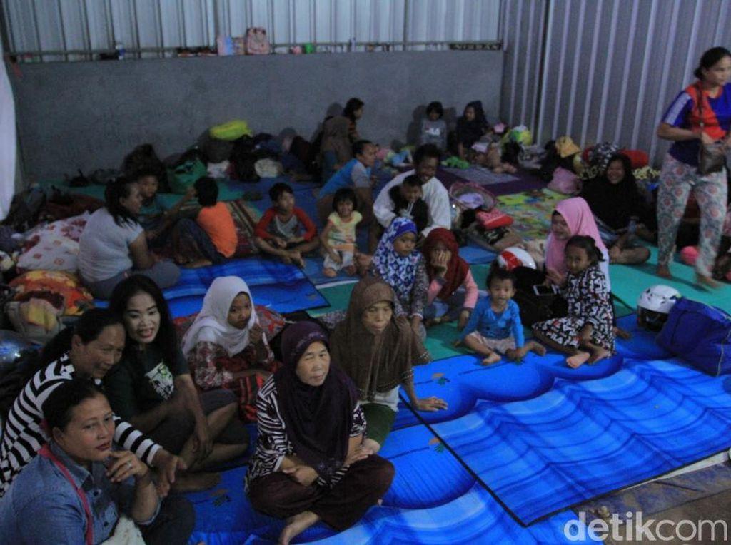 Cerita Warga Banjir Bojongsoang Huni Pengungsian Bersama Bayinya