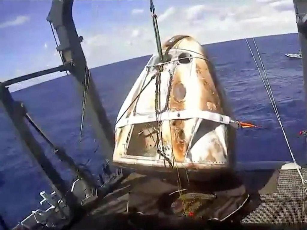Kapsul Luar Angkasa SpaceX Berhasil Kembali ke Bumi