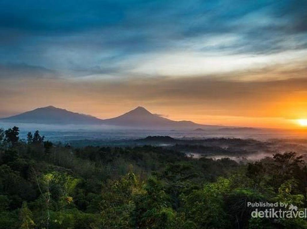 Eksotisme Sunrise di Puncak Punthuk Setumbu