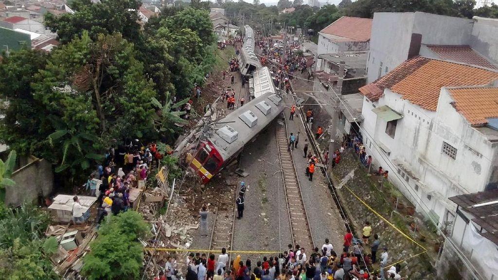 Potret KRL Jakarta-Bogor Terguling dari Atas