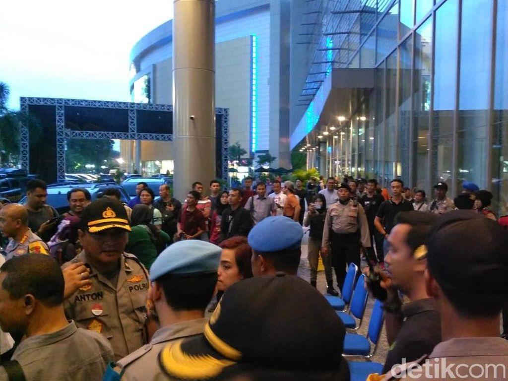 Konser Hadapi dengan Senyuman Ditunda, Polisi: Bukan Masalah Politik