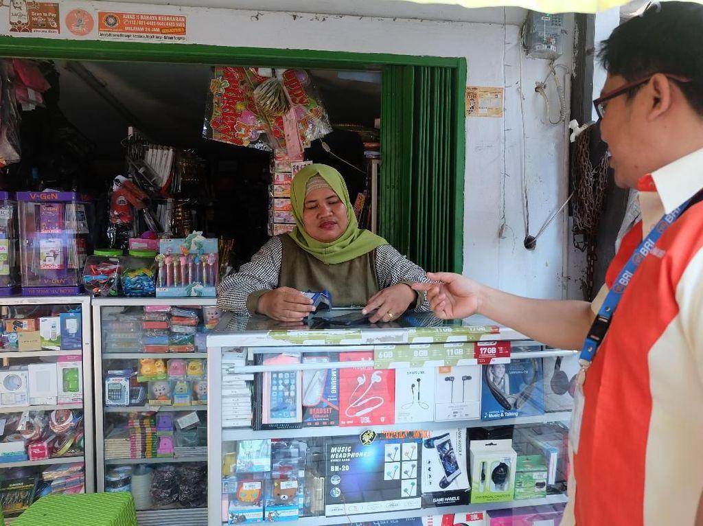 Cerita Mantri BRI Ubah Budaya Warga yang Suka Simpan Duit di Kasur