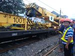 Crane dari Bandung Tiba di Lokasi KRL Anjlok di Bogor