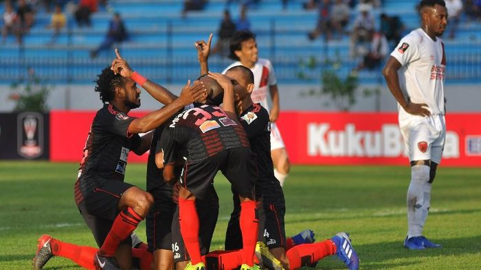Persipura Jayapura saat mengalahkan PSM Makassar. (Anis Efizudin/foc/Antara)