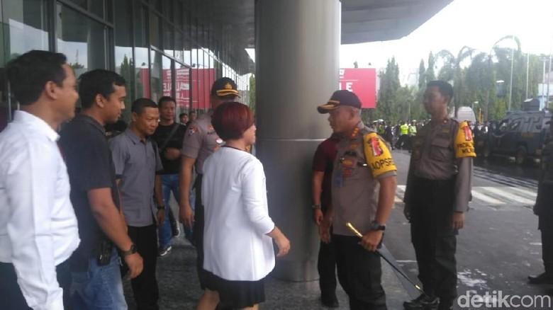 Polisi Minta Tunjukkan Izin Konser, Panitia Konser Solidaritas Ahmad Dhani Tunjukkan Izin Ini
