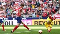 Untuk memperkuat lini tengah, pemain Atletico Madrid Saul Niguez jadi incaran lainnya. Manchester United butuh gelandang baru karena Ander Herrera diperkirakan akan pergi musim panas nanti. (Foto: Sergio Perez/Reuters)