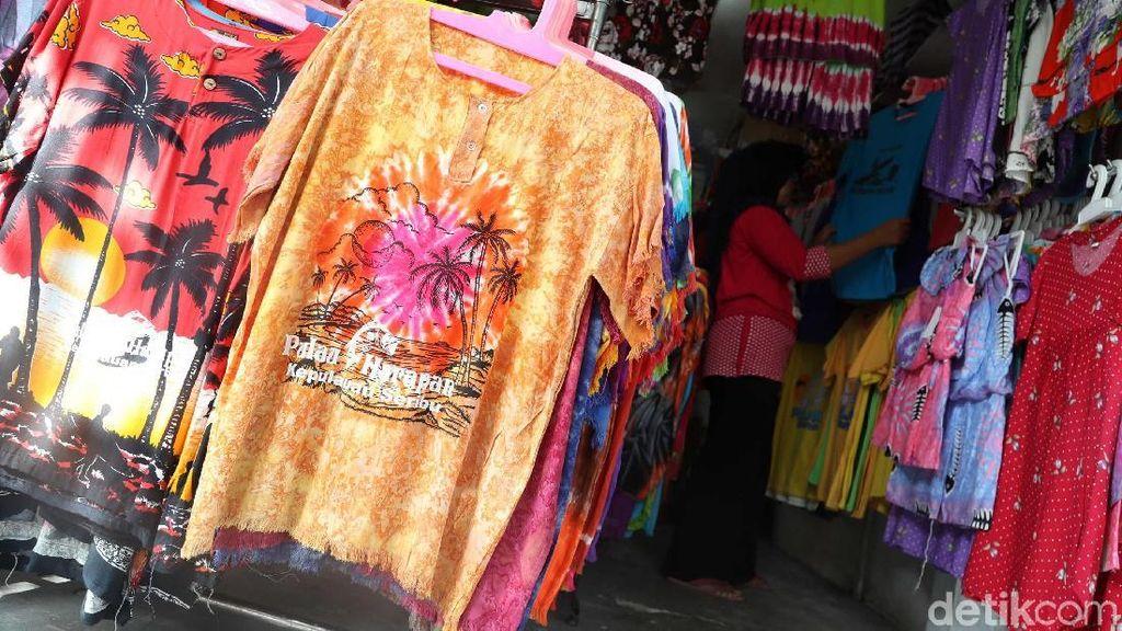 Warna-warni Kaos Souvenir di Pulau Harapan