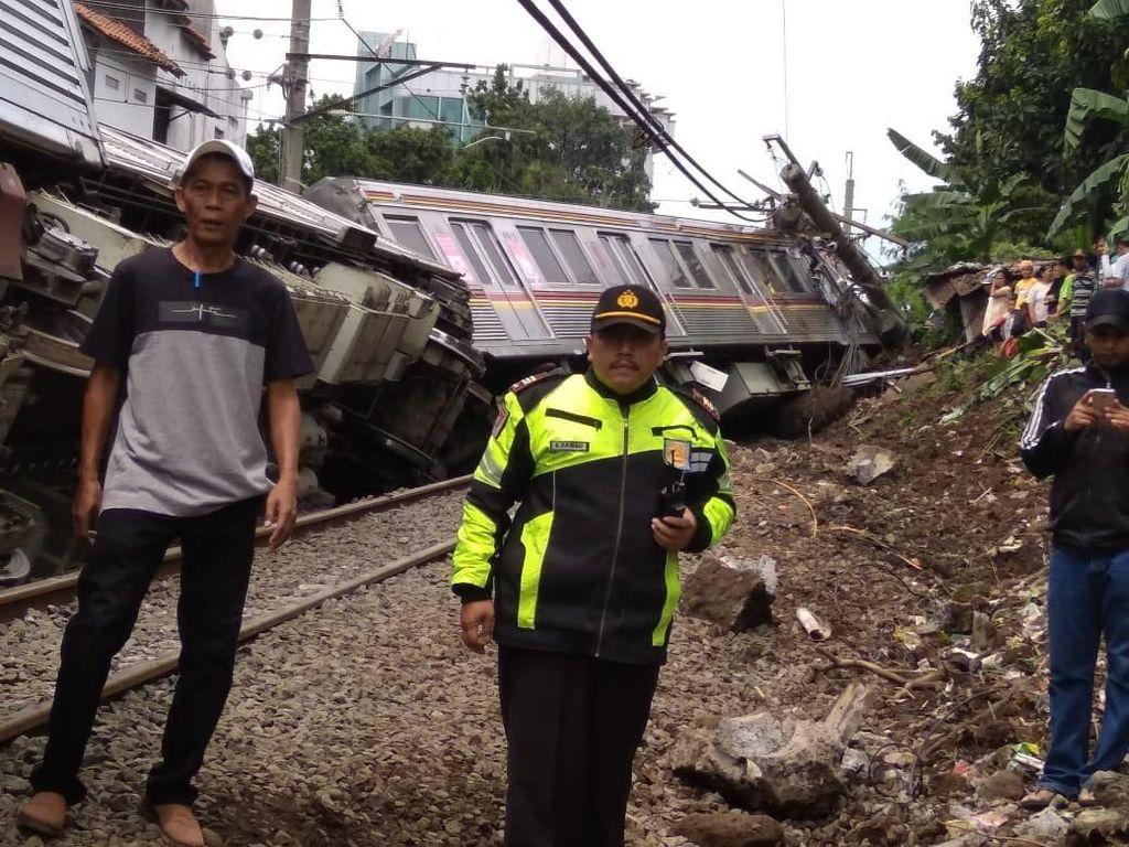 KNKT Selidiki Penyebab KRL Jakarta-Bogor Terguling