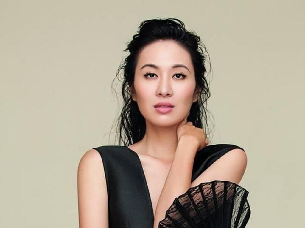 Aktris Ini Dilarang Terbang karena Mencemarkan Nama Baik Mantan dari Pacarnya