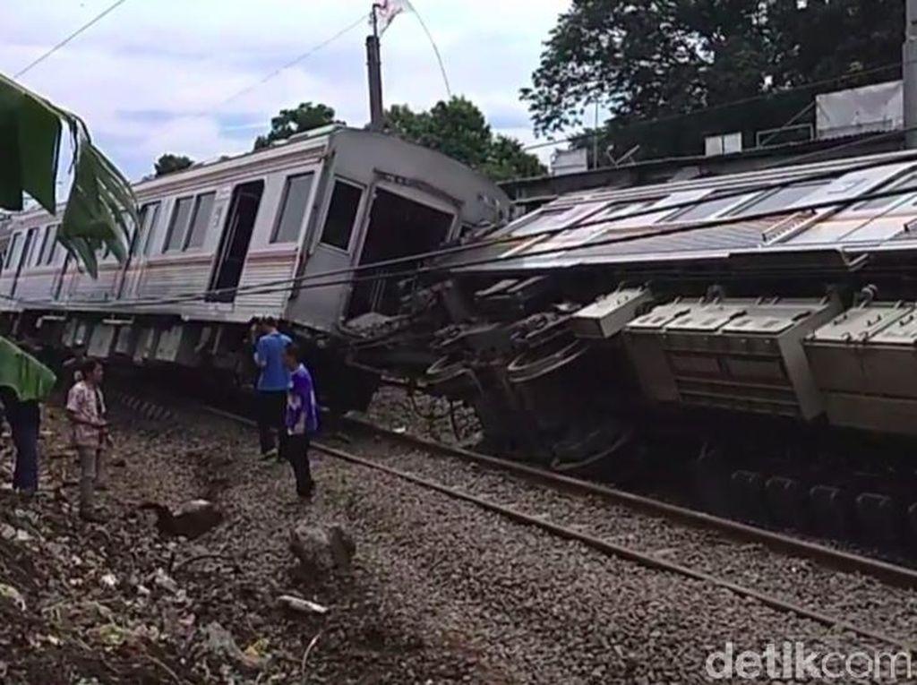 Netizen Ramai Update KRL Jakarta-Bogor Lumpuh