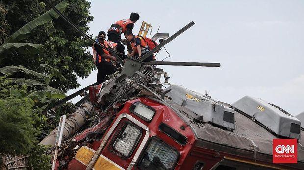 14 Korban Kereta Anjlok Masih Bertahan di Rumah Sakit
