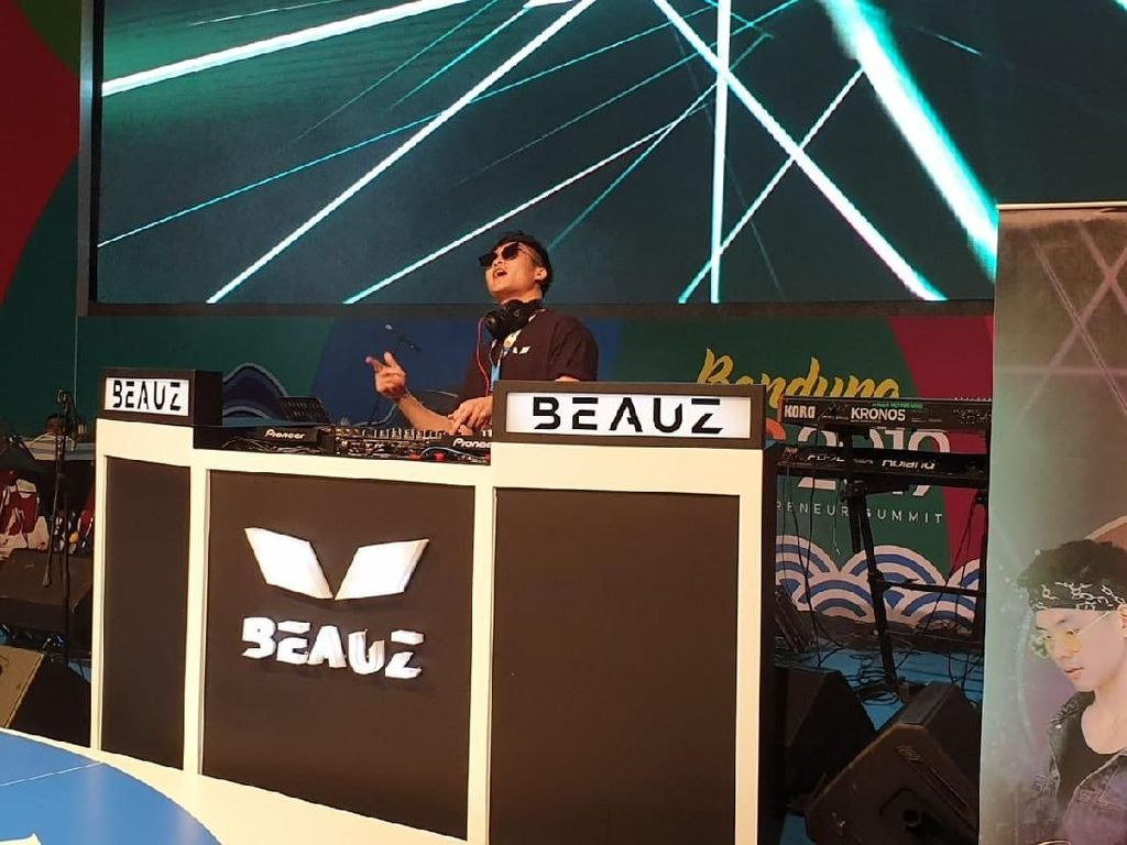 DJ BEAUZ Hibur Ribuan Milenial Bandung di YES 2019