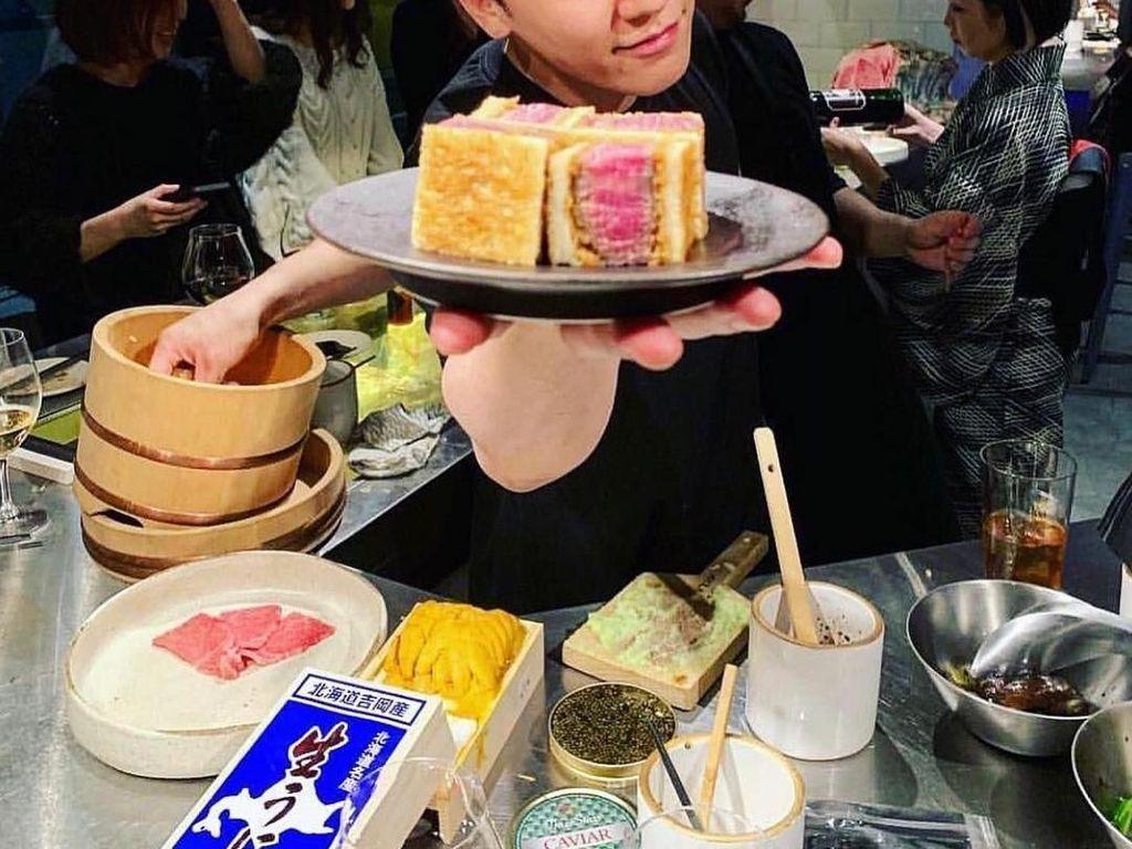 Serunya Seungri BIGBANG Saat Kulineran Bareng Teman