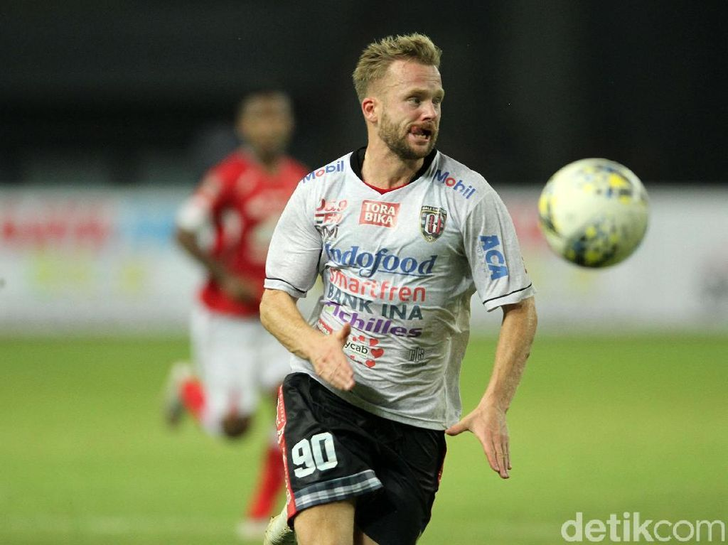 Bungkam Semen Padang, Bali United Puncaki Grup B