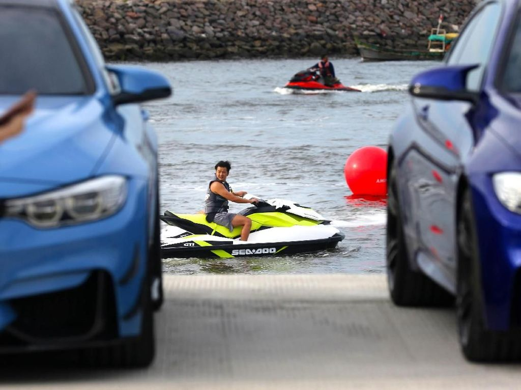 Pencinta Mobil Sport BMW Unjuk Kebolehan di Air