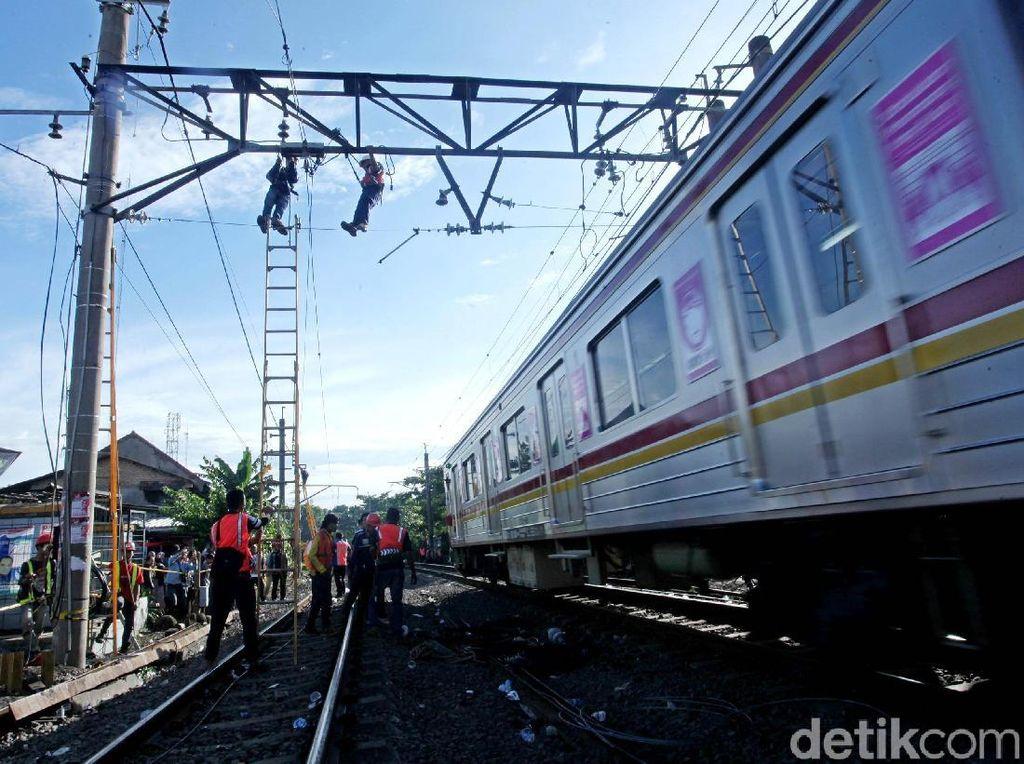 Perbaikan Kabel Listrik Dilakukan di Lokasi Kecelakaan KRL Jakarta-Bogor
