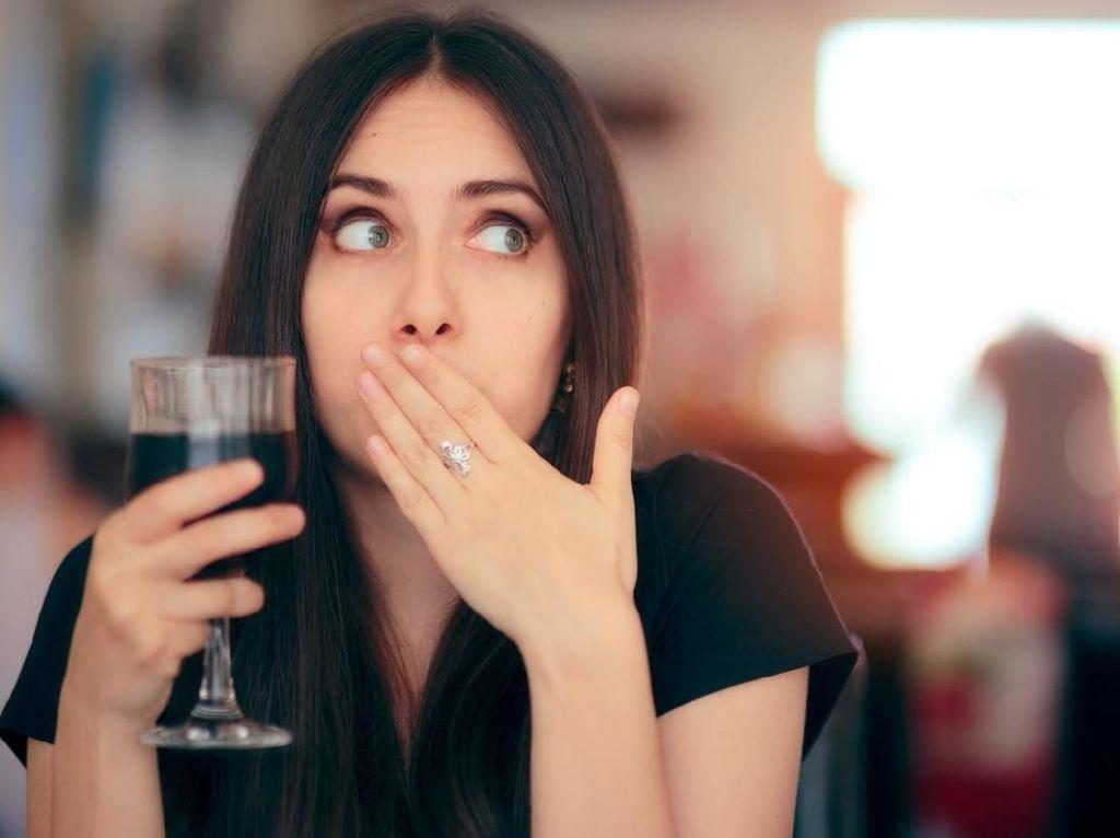 Sering Sendawa Padahal Belum Makan? Waspada Asam Lambung Naik