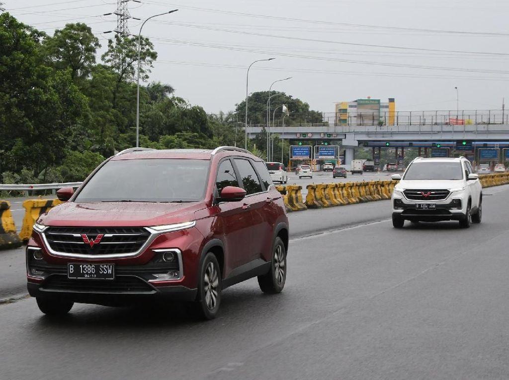 Baru Satu Bulan Wuling Almaz Sudah Asapi Honda CR-V