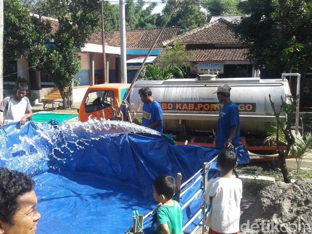 Akhirnya Air Bersih Dikirim untuk Korban Banjir Ponorogo