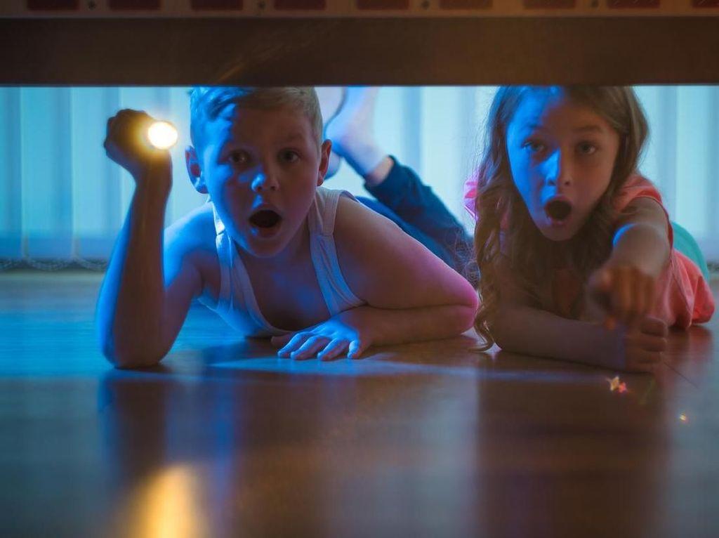 6 Tips Aman Bercinta Agar Tak Terganggu Anak-anak