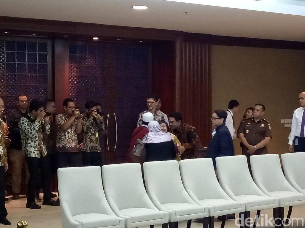Menlu: Ini Proses Panjang, Selamat Kembali ke Keluarga Siti Aisyah