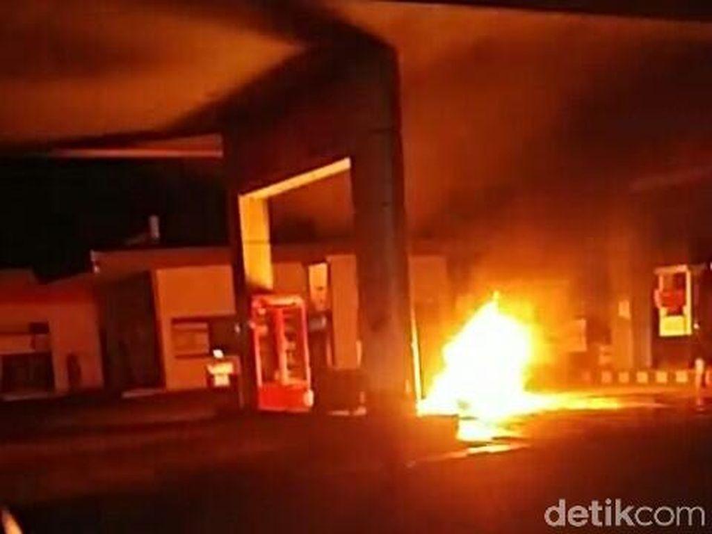 Gara-gara Isi BBM Pakai Jeriken, SPBU di Kediri Terbakar