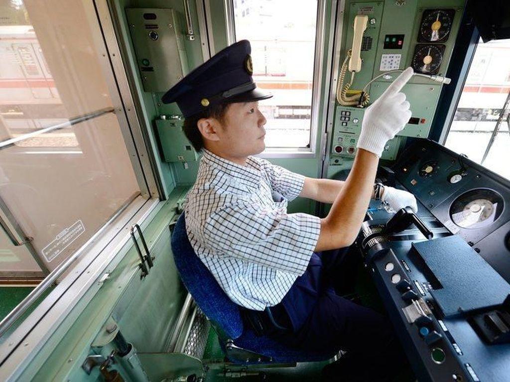 Demi Keselamatan, Masinis KRL di Jepang Rela Nunjuk-nunjuk