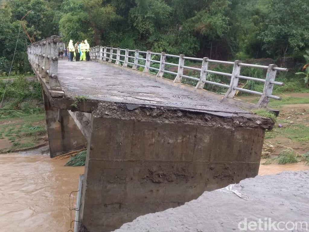 Banjir di Ponorogo Sebabkan 5 Jembatan Ambrol