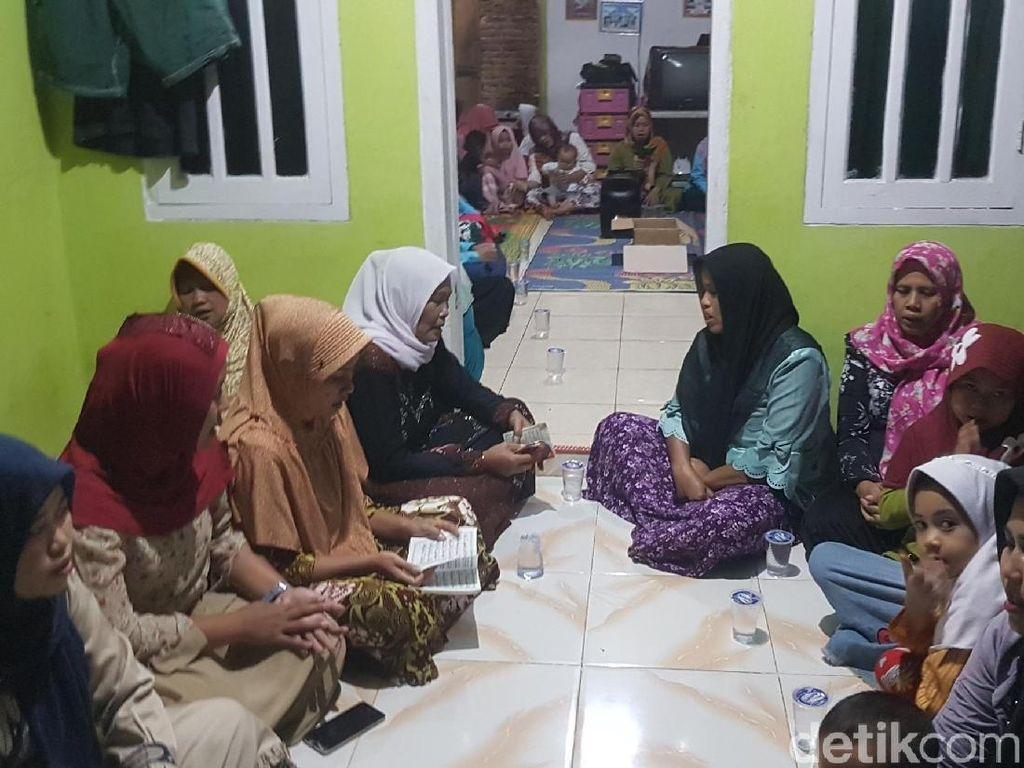 Tunggu Kedatangan Siti Aisyah, Tetangga Gelar Pengajian