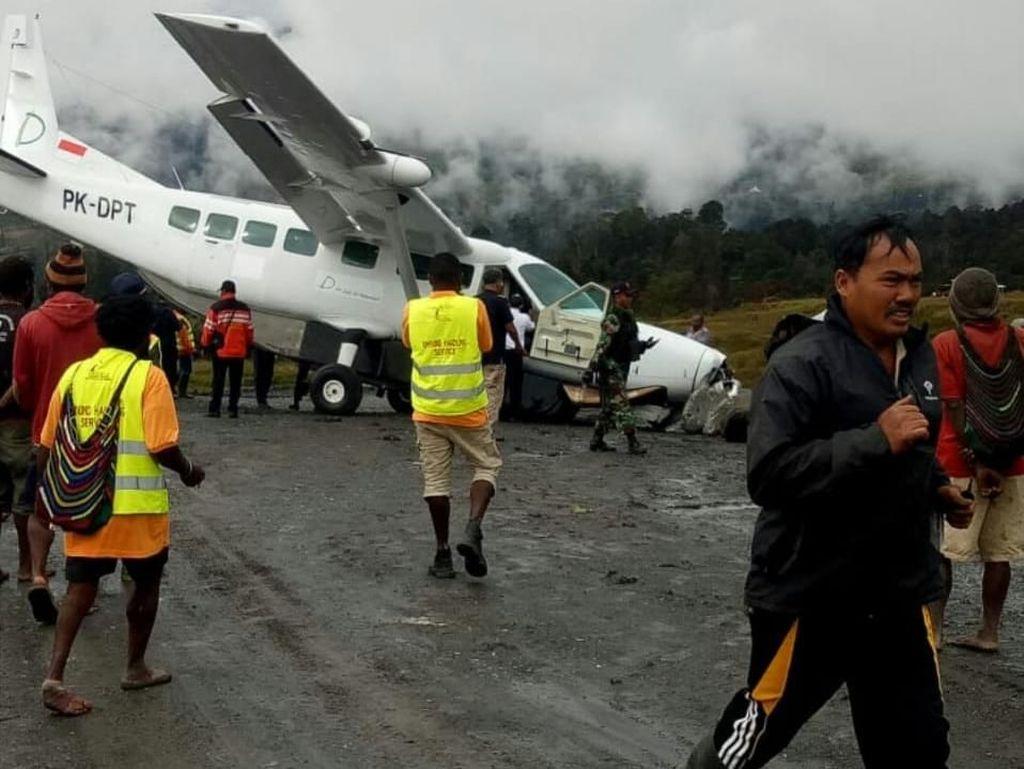 Pesawat Tergelincir di Bandara Puncak Papua