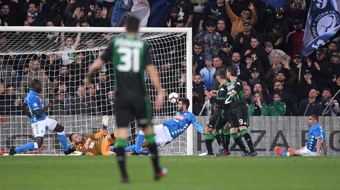 Napoli diimbangi Sassuolo 1-1. (Foto: Alberto Lingria/Reuters)